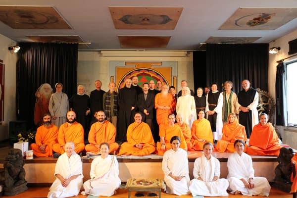 monaci-cattolici-ashram-dim-dialogo-interreligioso