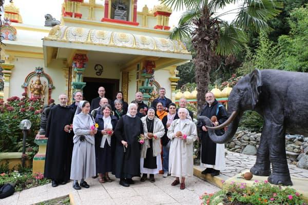 monaci-cattolici-ashram-tempio-dim-dialogo-interreligioso