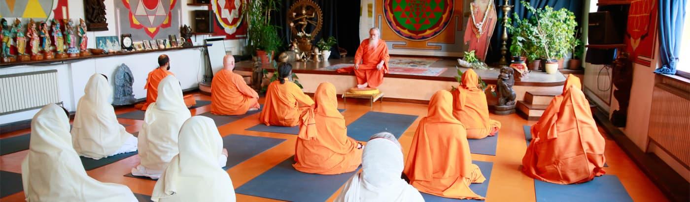 monaci-meditazione-2