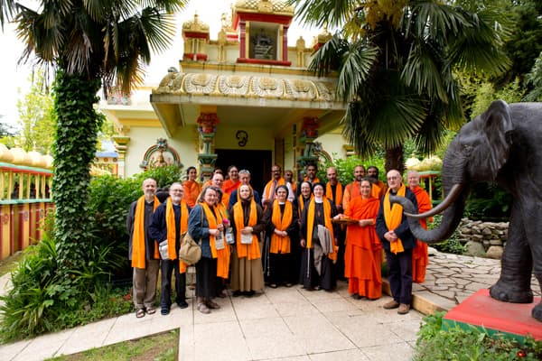 monaci-cattolici-ashram-tempio-dim-dialogo-interreligioso2